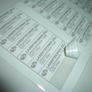 Rolle mit  weißen Etiketten